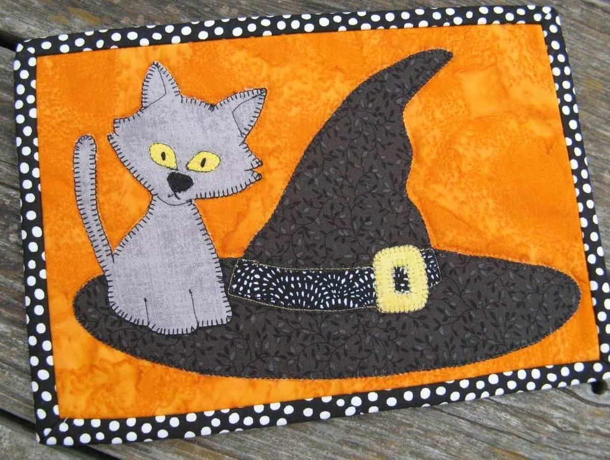 Cat on the Hat Halloween Mug Rug | Craftsy Free PDF | Halloween ...