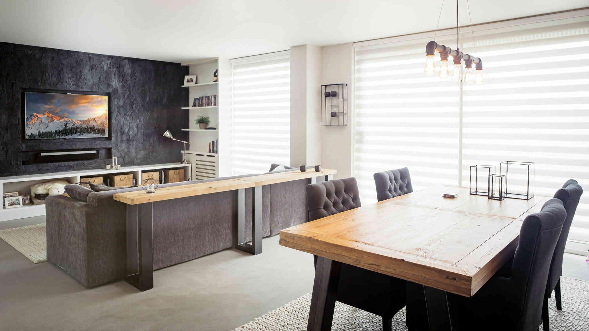 Open woonkamer en keuken met cement design vloer creative minds