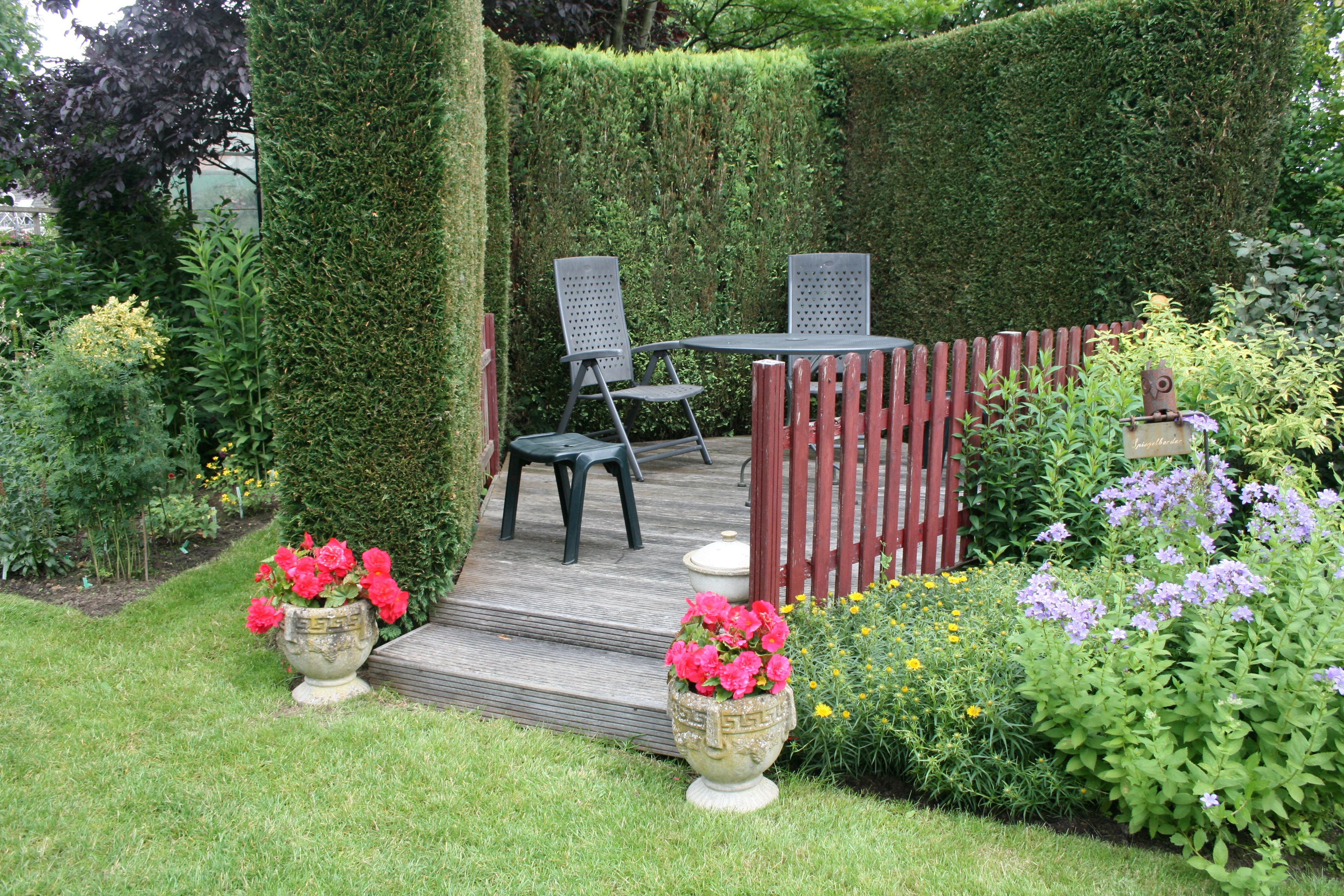 Sitzplätze Im Garten gartenreise sitzplätze im garten hochsitz betonamphoren