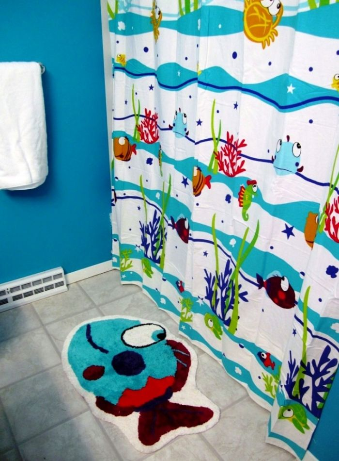 Attrayant Cheerful And Marvelous Blue Kids Bathroom With Fish Themed Rug And  #Curtains Http:/