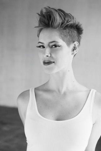 Coiffure courte ras e sur les c t s pour femme coiffures et beaut que j 39 adore pinterest - Coiffure femme rase ...