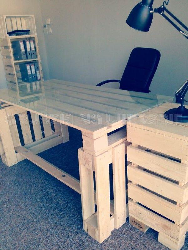 3 palettes sont suffisants pour construire un bureau pur le ordinateur projets essayer. Black Bedroom Furniture Sets. Home Design Ideas