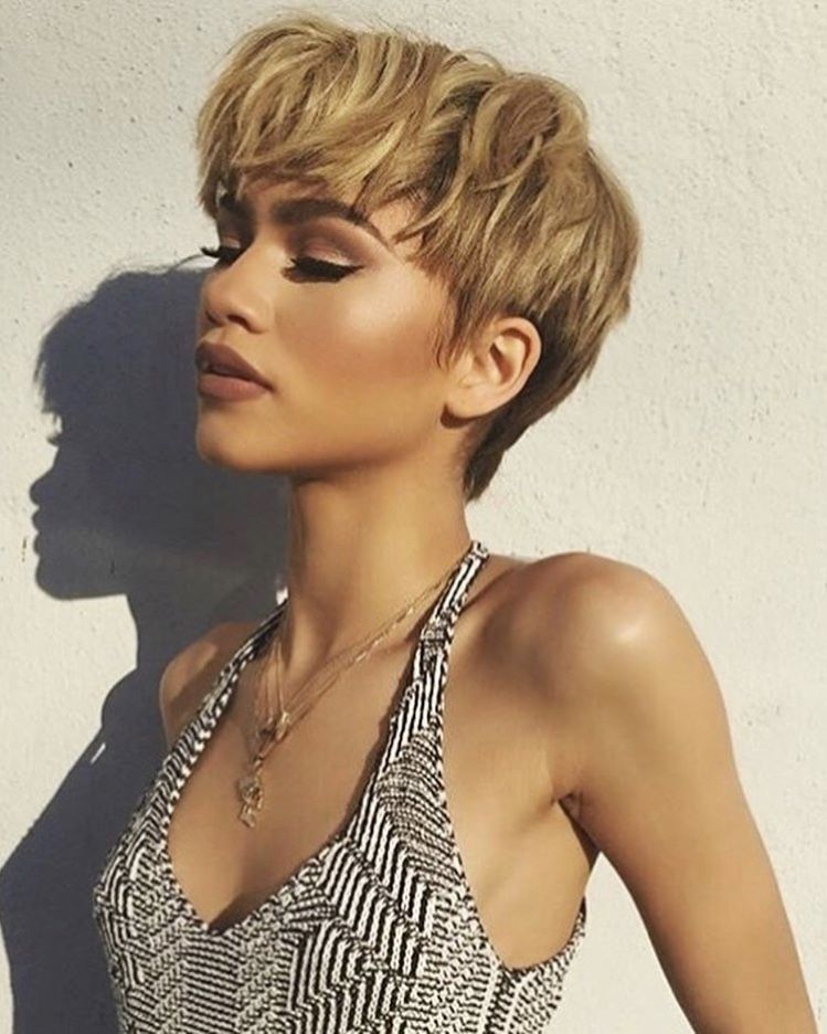 Zendaya Short Blonde And Brown Two Toned Hair In 2019
