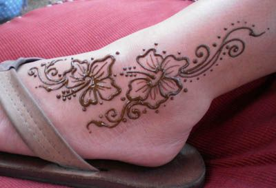Henna Hibiscus foot