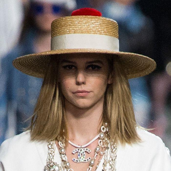 a97f73b1 Hat Trend for Summer 2018: Raffia straw hats at CHANEL Resort 2019 ...