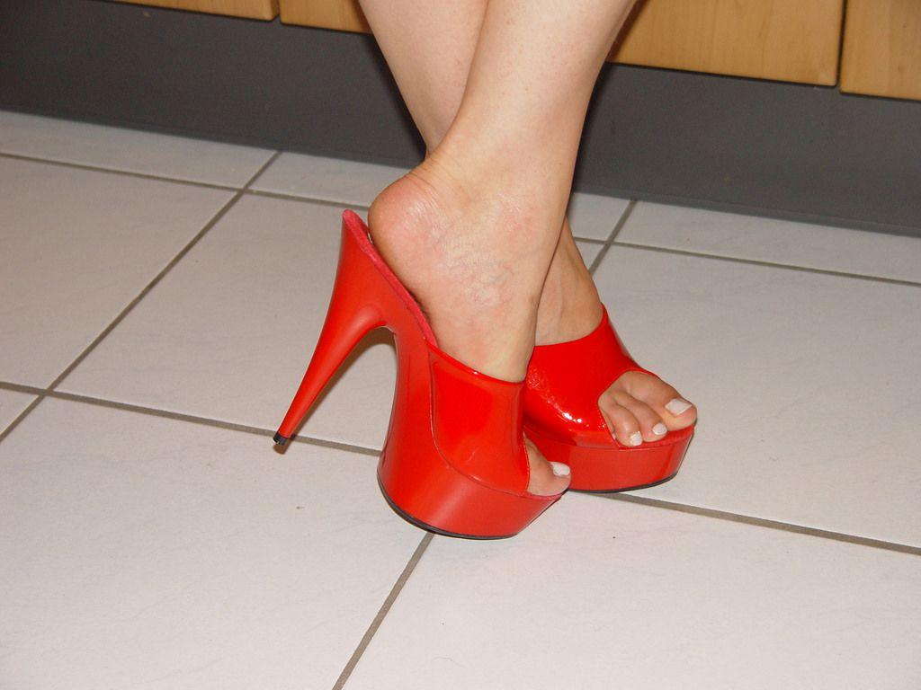 a8d3d96381 pic0080 (KnulliBulli) Tags: heels highheels mules slides nylons toes fuss  füsse legs pantoletten