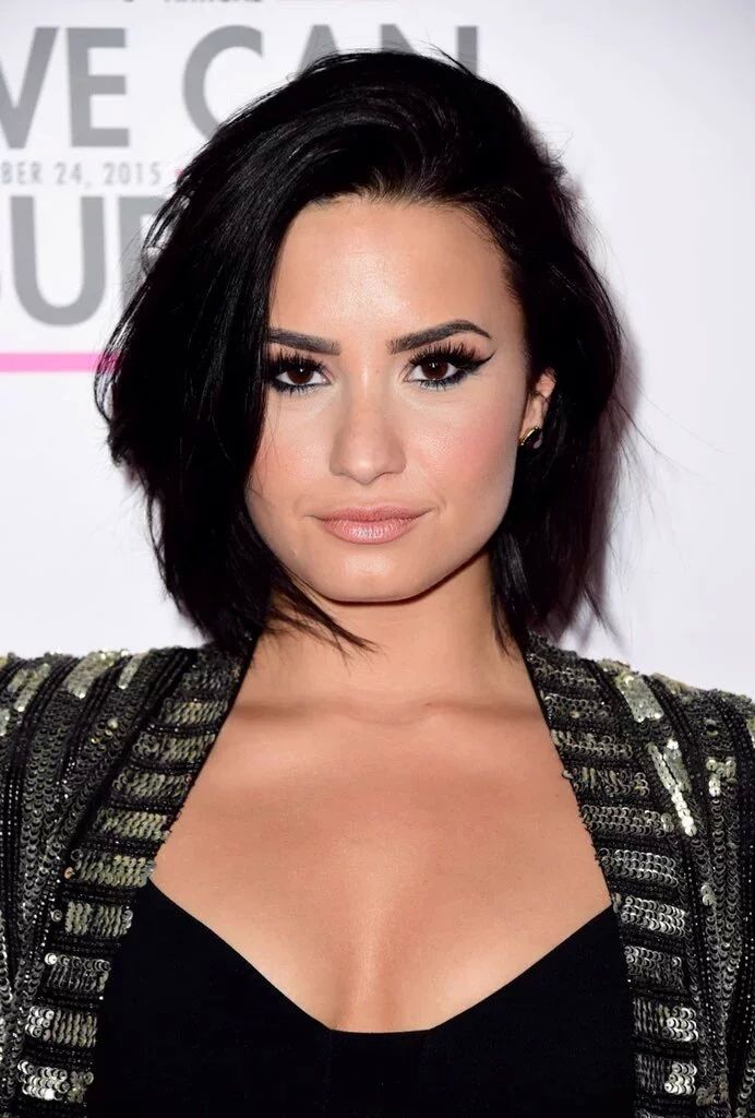 Demi Lovato Bob Short Hairstyles For Thick Hair Cute Hairstyles For Short Hair Thick Hair Styles