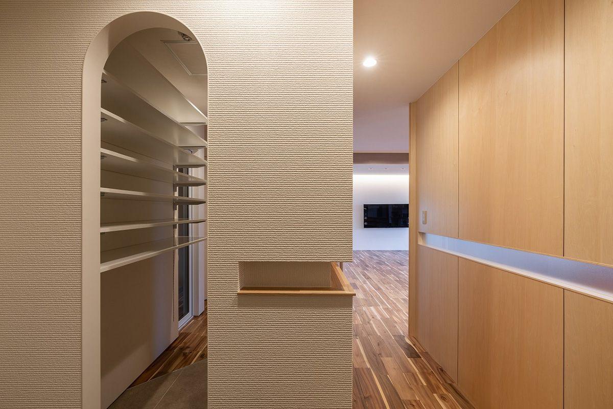アーチのある玄関 廊下は動線を通し目線が通り抜ける 六角形の家 富谷洋介建築設計 北海道札幌の設計事務所 建築家