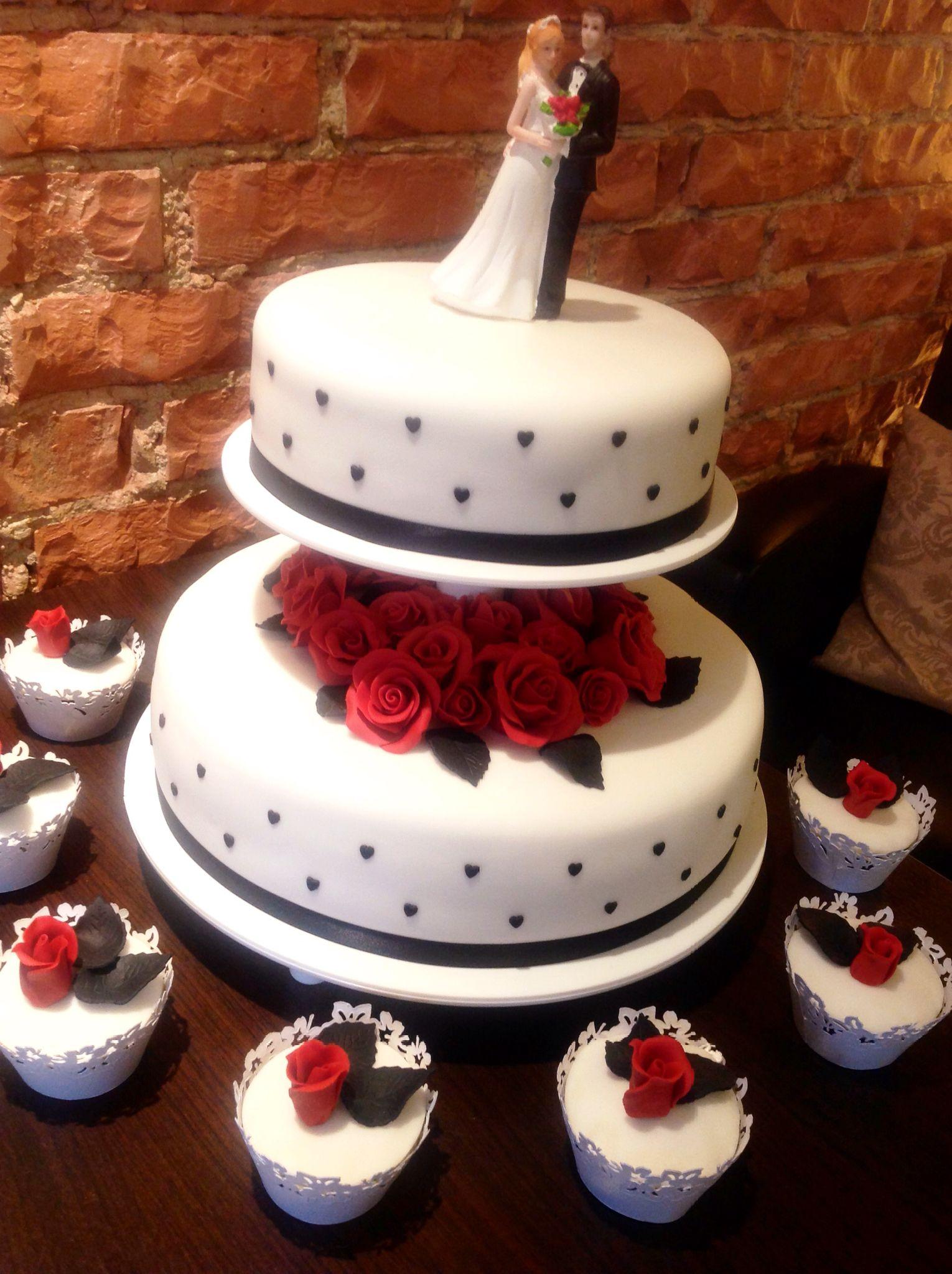 Hochzeitstorte In Rot Schwarz Hochzeitstorten Pinterest