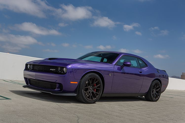 Dodge Challenger Hellcat And Ford Mustang Shelby Gt350 The Best Of The Muscle Car Era Lives On Dodge Challenger Hellcat Dodge Challenger Srt Hellcat Dodge Challenger