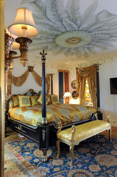versace mansion  Camera da Letto  Bedroom in 2019  Versace mansion Versace home Mansion bedroom