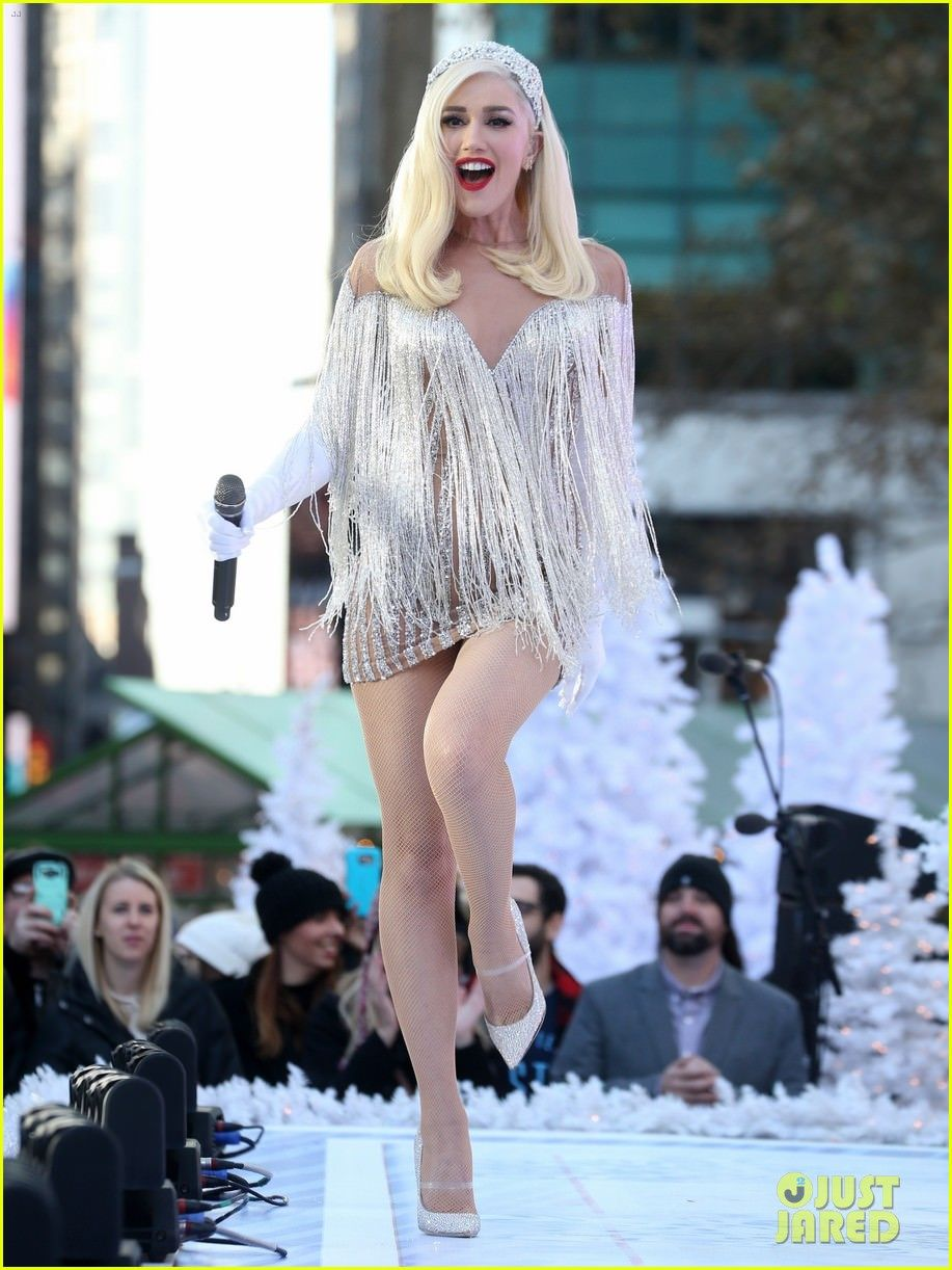 4f9e418c82c Gwen Stefani - Macy s Thanksgiving Day Parade performance in New York City