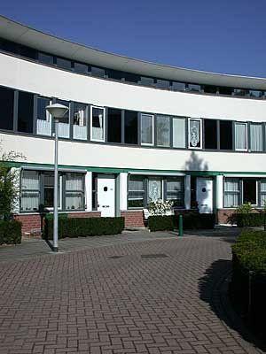 Woningen Hoefijzer Hof van Eden, #Eindhoven:16 eengezinswoningen voor 45+ in de Schrijversbuurt. Koopprijs: v.a. € 168.750 k.k. incl. 25% #SlimmerKopen korting #Profijtwonen