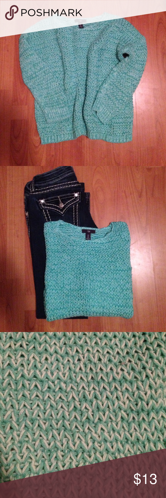 Sweater Gap loose knit sweater, perfect for a cool summer night.   Very soft and comfortable. GAP Sweaters Crew & Scoop Necks