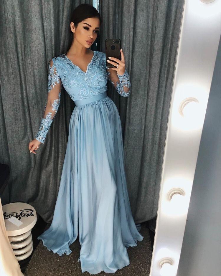 c4b5e04428 Piękna sukienka maxi z długimi rękawami. Góra koronkowa