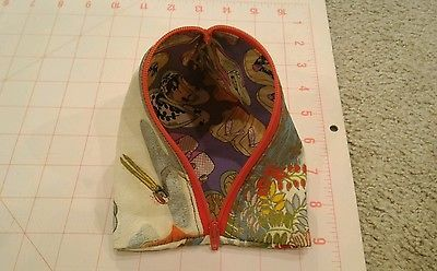 Triangular handmade pouch with vintage girl ceremonial silk fabric for Shannon