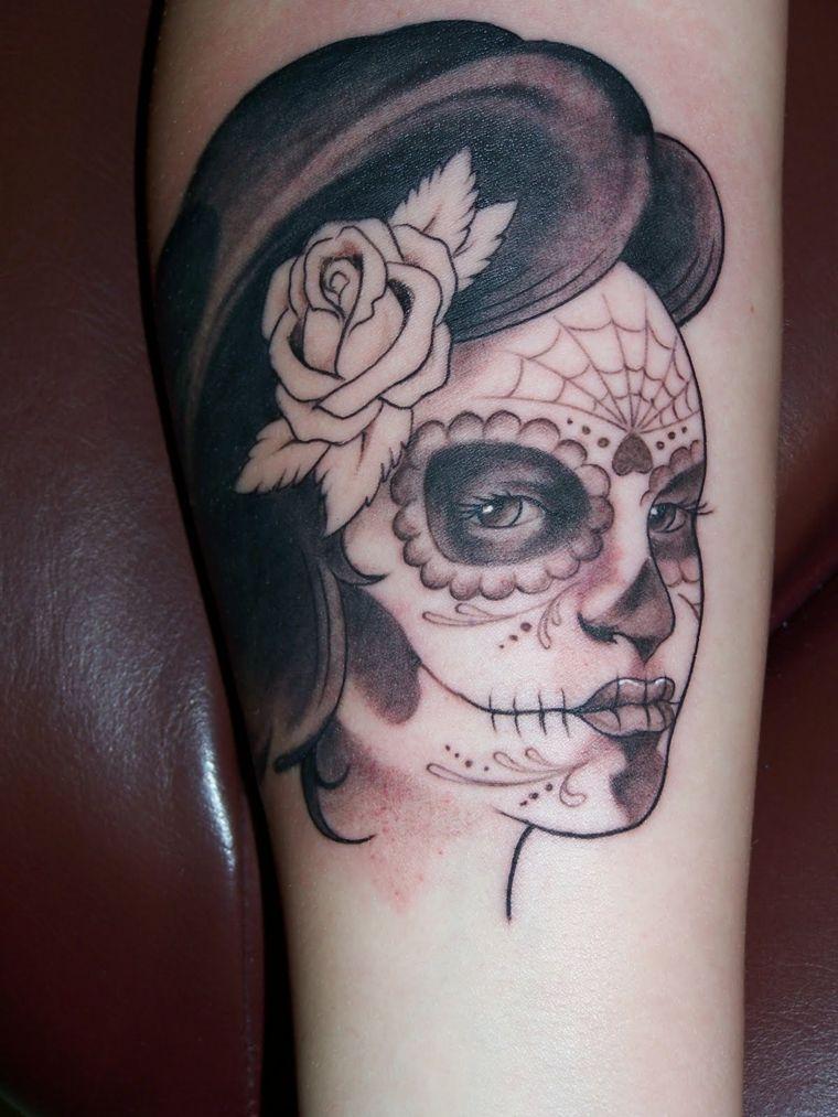 tattoo teschio messicano, un disegno in bianco e nero del