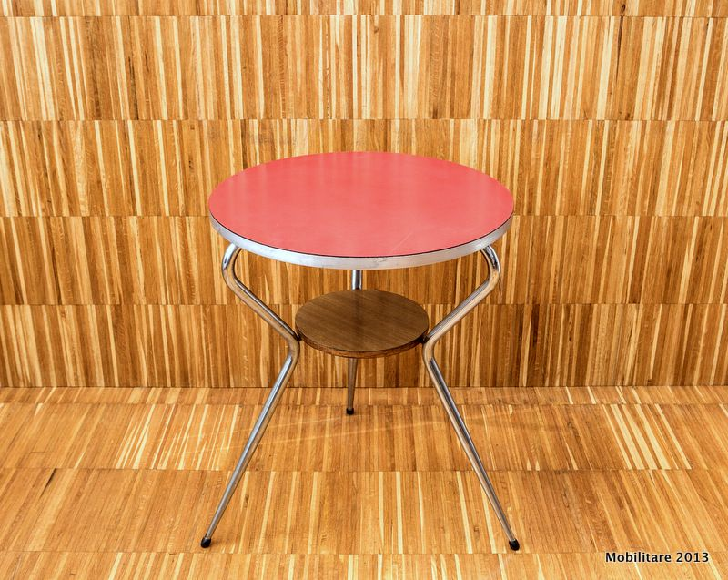 Mobilitare - Round chomed table with Formica shelf and second small