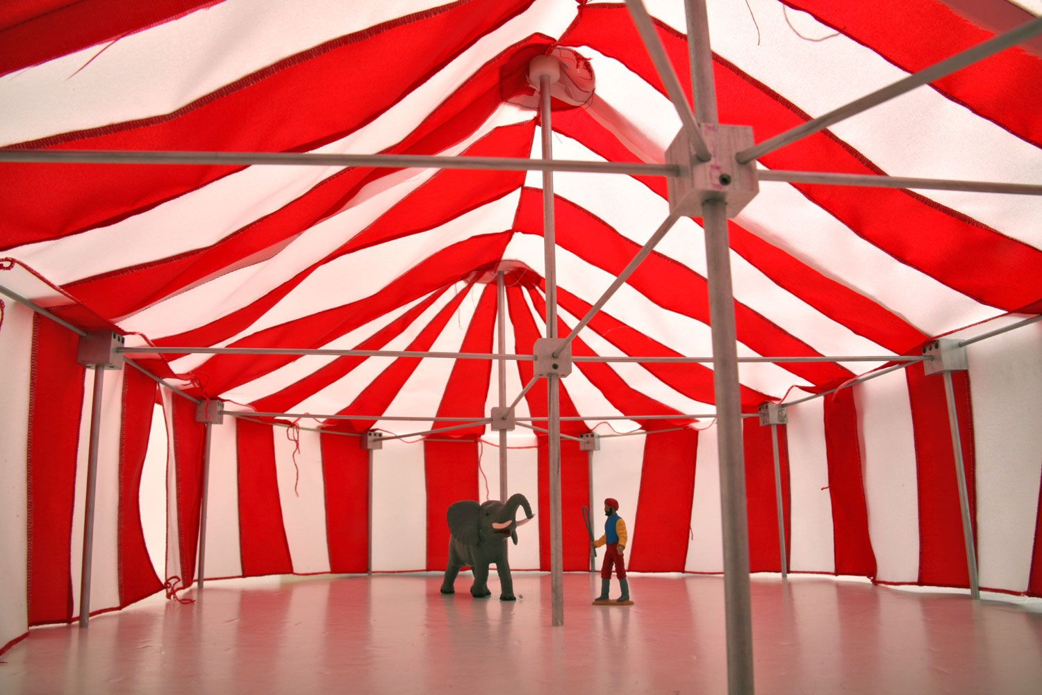Explore Circus Tents Circus Circus and more! & SL-CRCS-3R Tent New LGB Wilson Brothers Circus Scale inside view ...