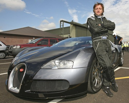 Richard Hammond Posed With Bugatti Veyron 16 4 Veyron Bugatti Veyron Bugatti Veyron 16 Bugatti Veyron Top Gear