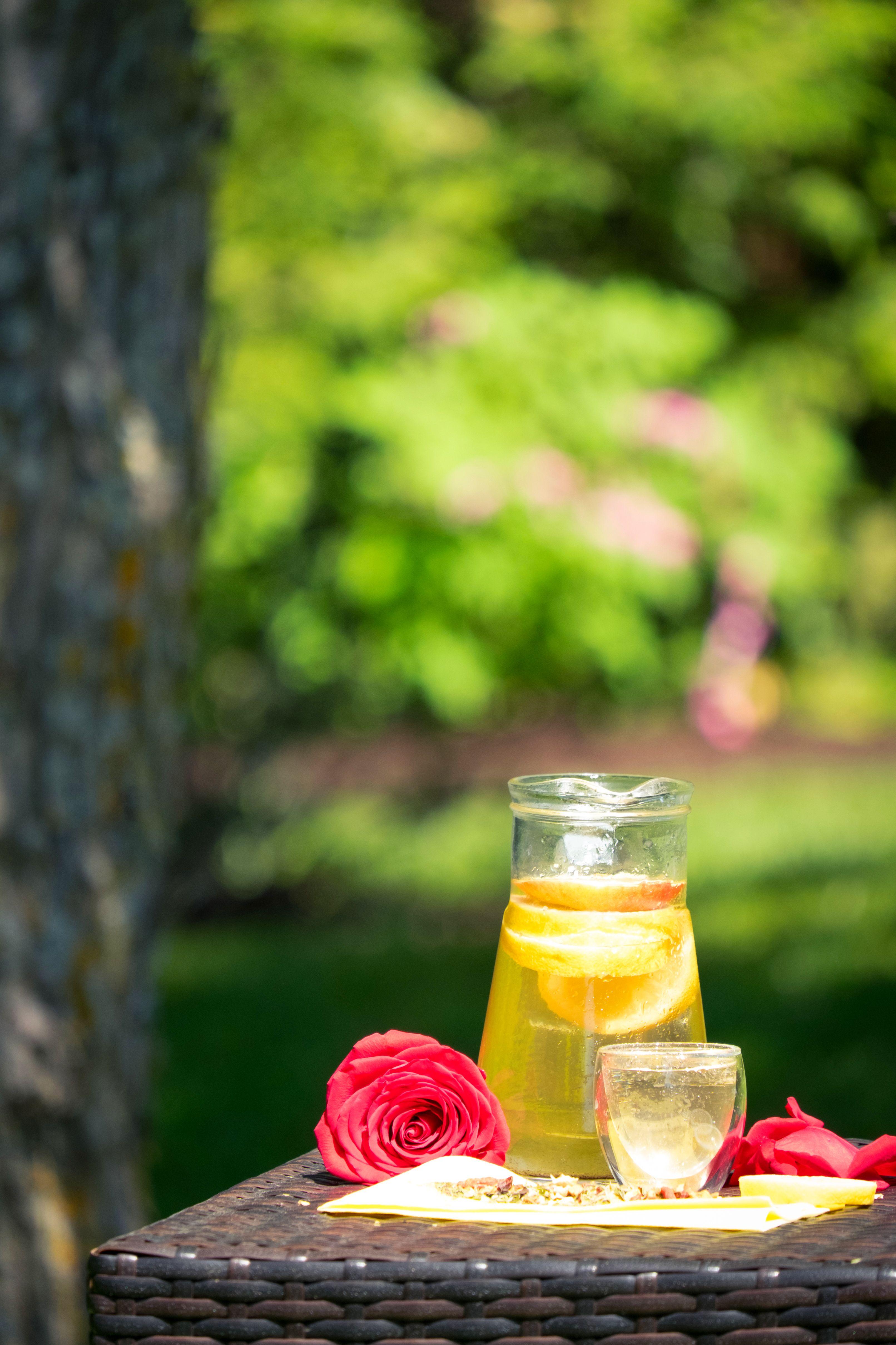 Journée d'été, un petit thé à l'ombre ) Table