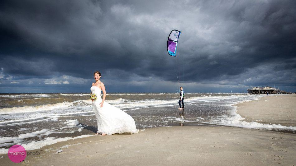 Kite Surf Wedding By Mo Surfer Hochzeit Heiraten Am Strand Fotoshooting Am Strand