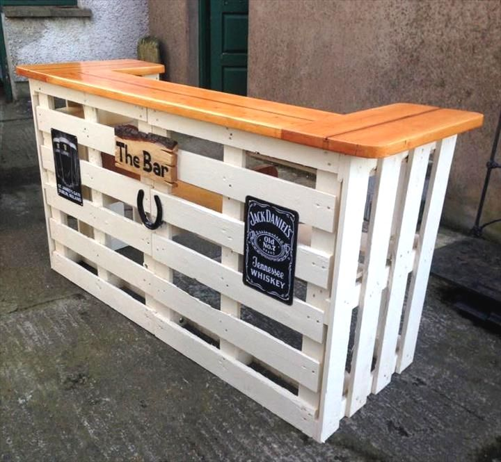 Lovely Crate Style Diy Table Designs To Consider To Complement Your Decor Mini Bar Table From P Recycled Pallet Furniture Pallet Bar Diy Wood Pallet Projects