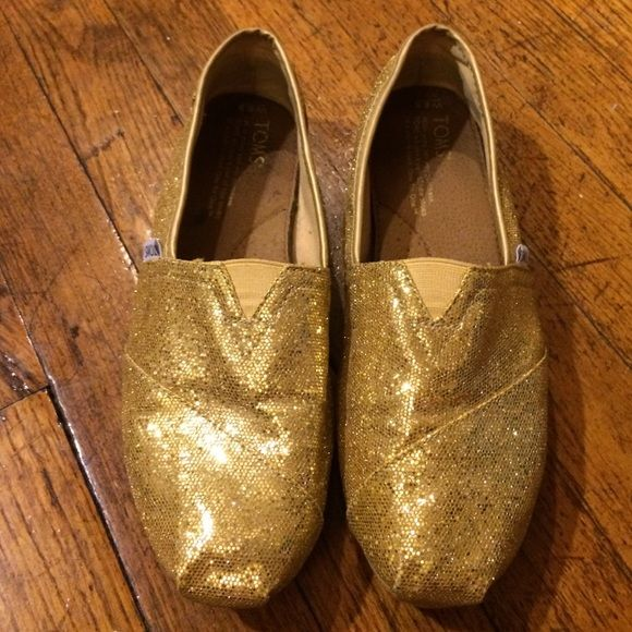 Toms in glitter gold! Excellent used condition! Used only a few times--all wear is completely unnoticeable when you're wearing and they look brand new. Just decided they're no longer my style :) TOMS Shoes Flats & Loafers