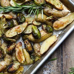 Roasted-Fingerling-Potatoes-and-Brussels-Sprouts-with-Rosemary-and-Garlic
