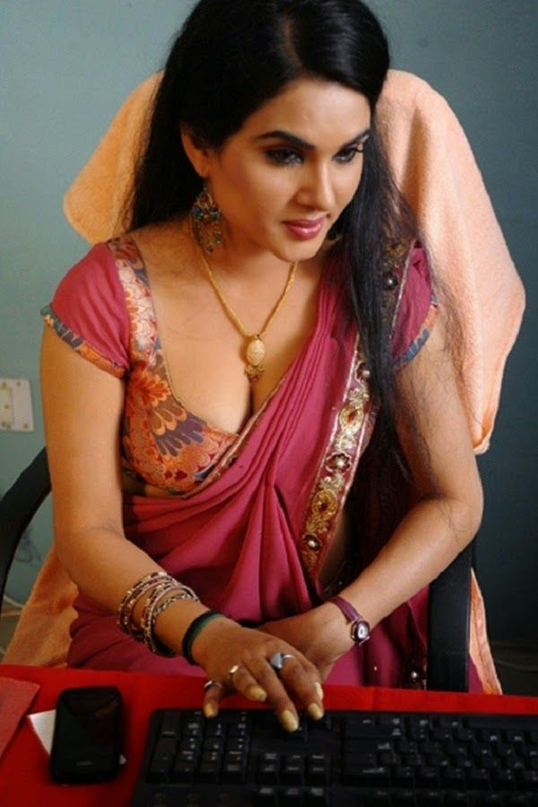 South Indian Actress Wallpapers In Hd Kavya Sing Hot Saree