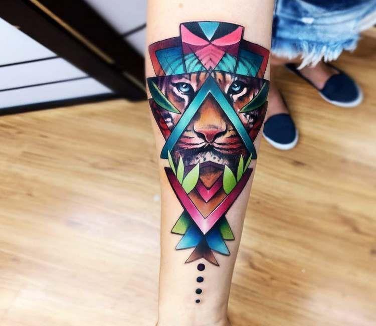 Lion Tattoo By Vinni Mattos Post 23380 Galaxy Tattoo Geometric Lion Tattoo Trendy Tattoos