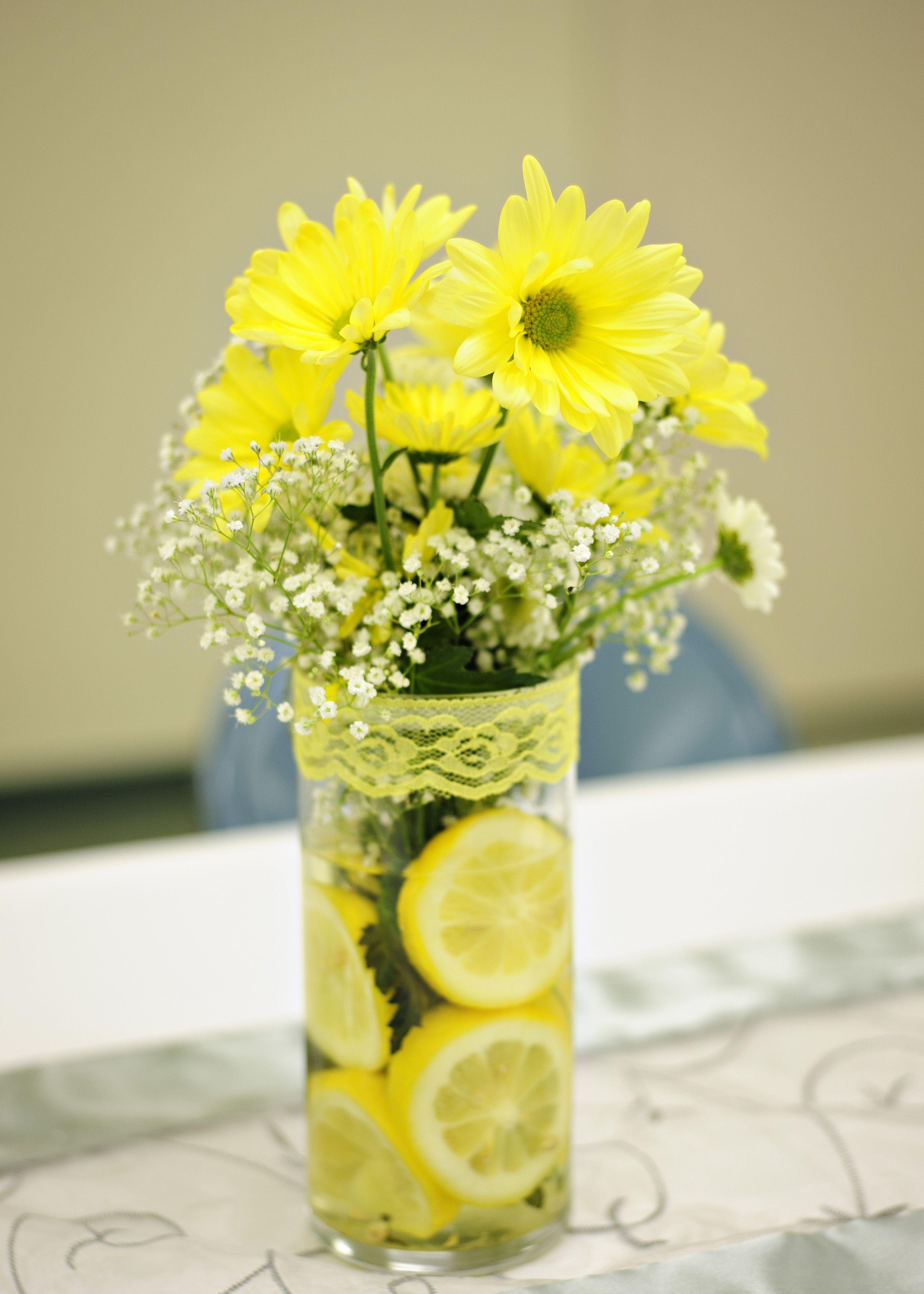 Daisies w/Lemons in vase Table decorations, Flowers, Decor