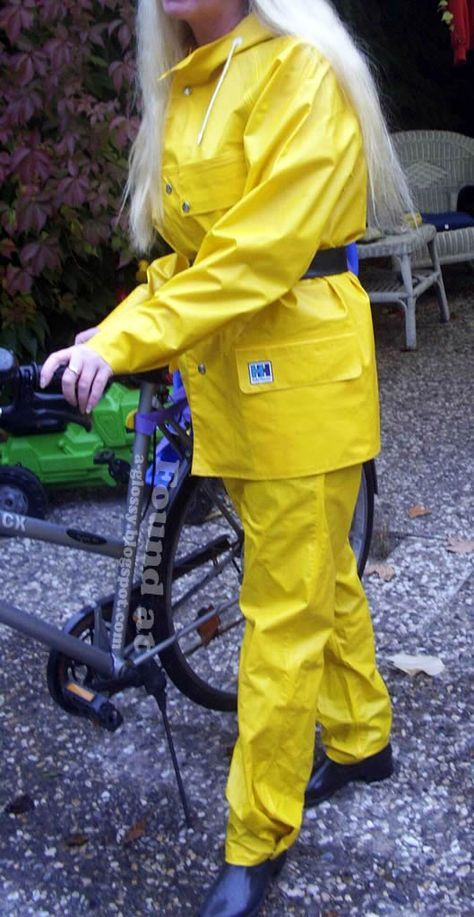 helly-hansen-rain-suit-yellow-front.jpg (529×1024)