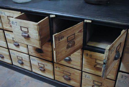 Ancien meuble de quincaillerie en bois par le Marchand d\u0027Oublis