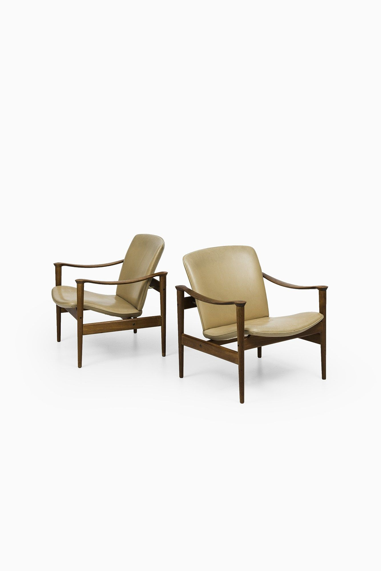 Fredrik Kayser model 711 easy chairs at Studio Schalling