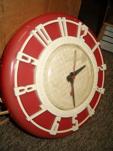 Antique 1930 S 40 S 50 S Diner Kitchen Clock Red Etsy Diner Decor Red And White Kitchen Old Fashioned Kitchen