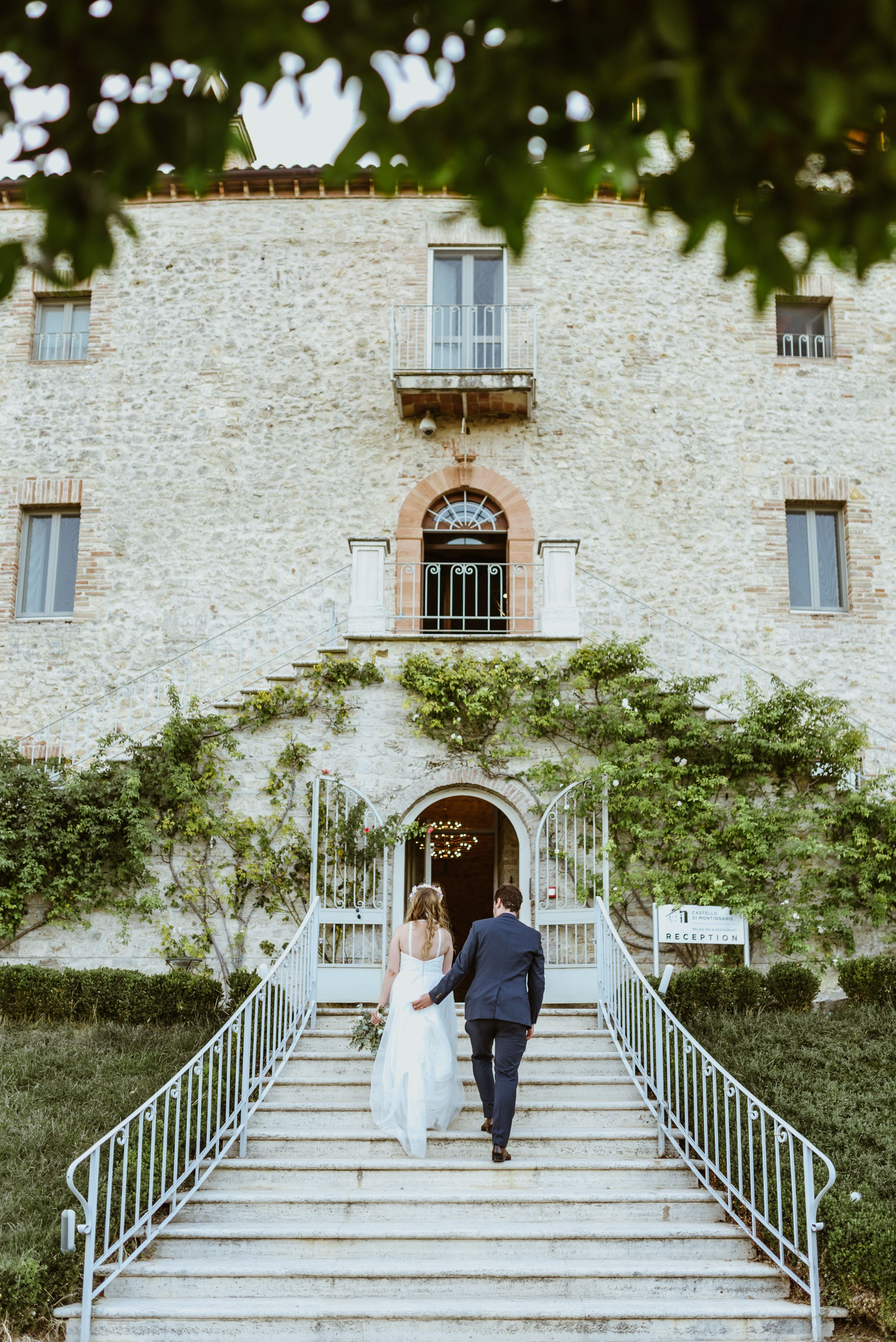 A Castle Wedding In Italy Tuscany In 2020 Destination Wedding Europe Italy Wedding Italian Castle