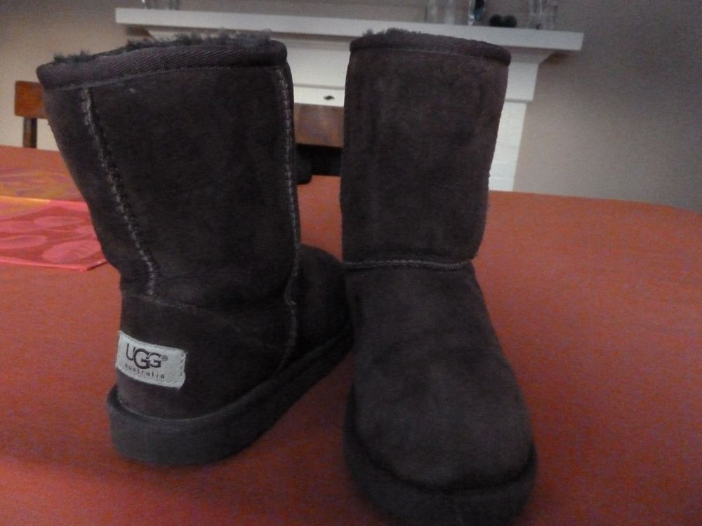 Ugg Australia Brown Classic Shortboots Size 1 Youth Kids Fashion Clothing Shoes Accessories Kidsclothingsh Kids Clothes Australia Luxury Kids Clothes Uggs