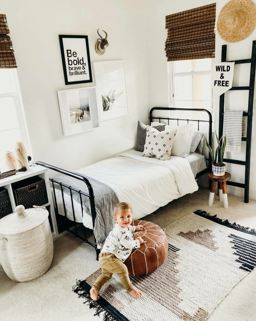 Cool Aesthetic Childrens Room Ideas For Small Rooms In A Trendy Style Grey Walls And Curtains Are Adorned By Small Toddler Rooms Big Boy Room Big Boy Bedrooms