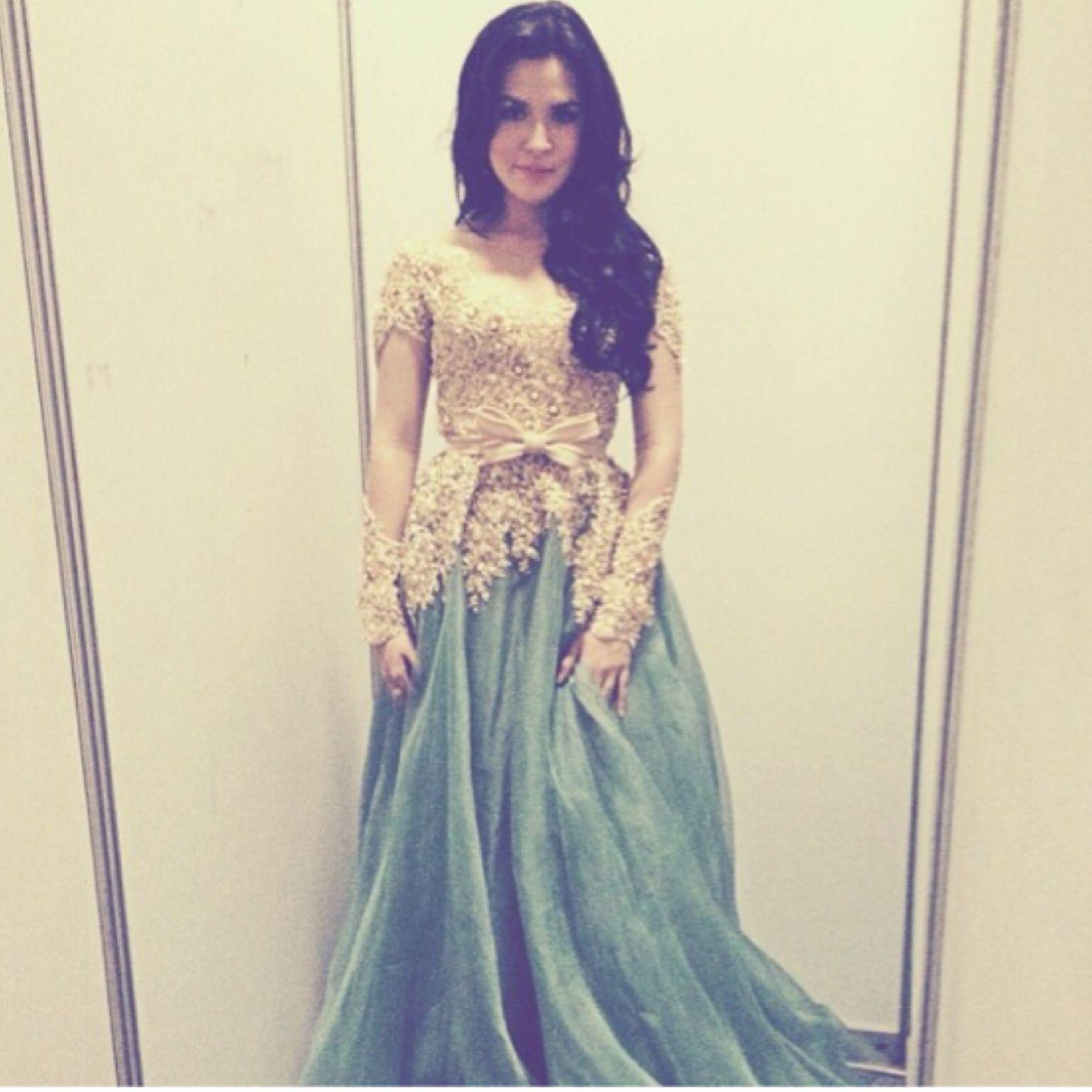 Photo of Beautiful kebaya dress used by beautiful lady ^^ …. Raisssaaaa