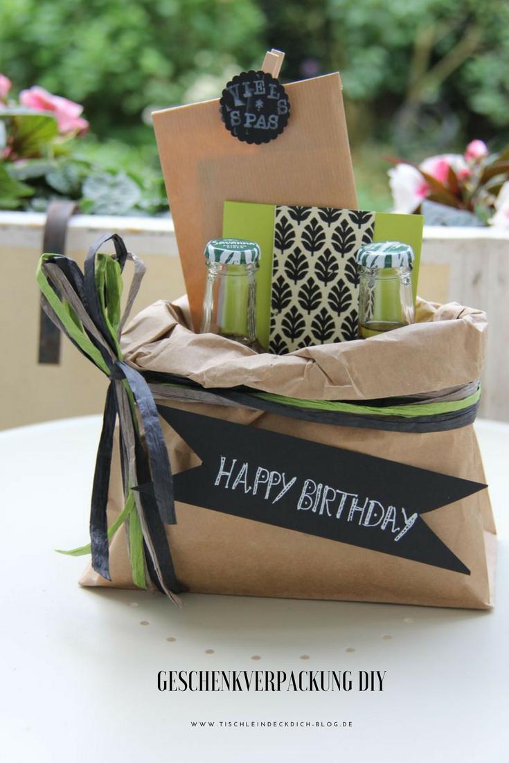 kreative geschenkverpackung basteln ein geburtstagskoffer geht auf die reise geschenkideen. Black Bedroom Furniture Sets. Home Design Ideas