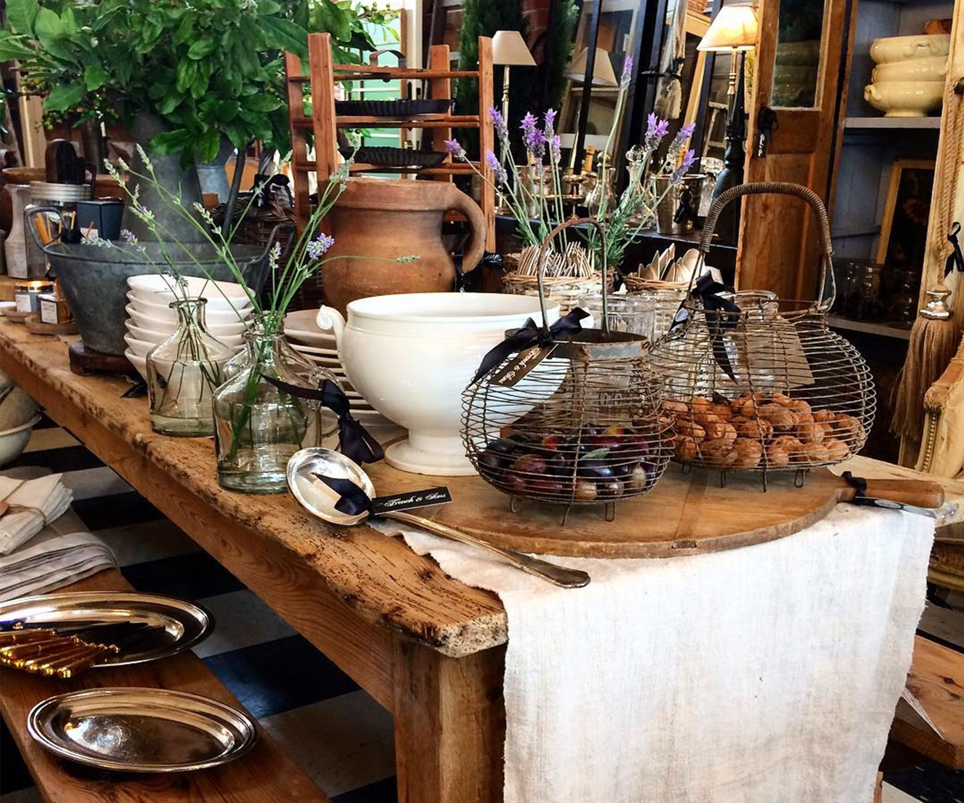 14 Of The Best Secondhand Homeware And Furniture Stores In New Zealand Furniture Decor Homewares Shop Classic Furniture Design