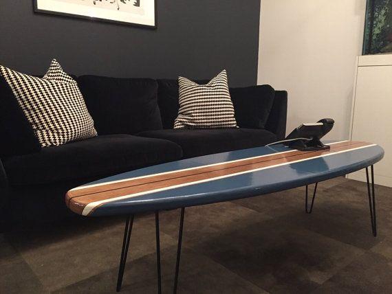 planche de surf table basse en bois naturel et bleu marine surf nature et bois naturel. Black Bedroom Furniture Sets. Home Design Ideas