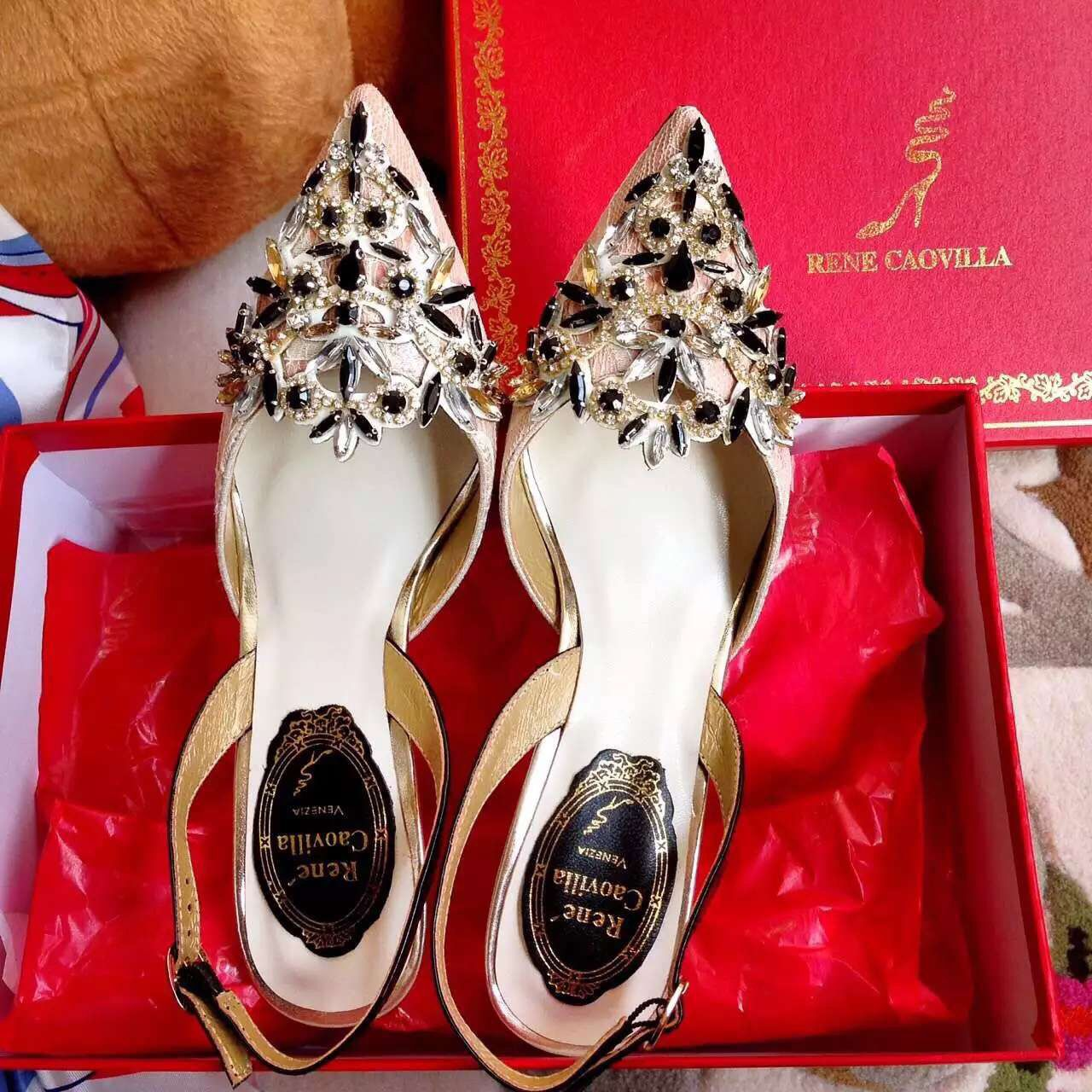 Abudhabi Qatar Doha Bahrain Saudi Trends Jeddah Kuwait Saudiarabia Love Luxury Usa Chanel Louisvuitton Parda Gucci Her Shopping Chanel Handbag Shoes Valentino