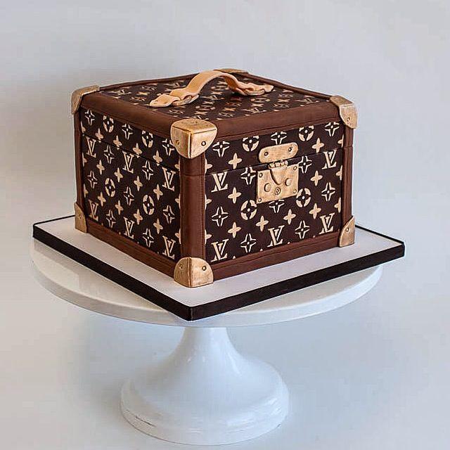 Cake Louis Vuitton Pinterest : Louis Vuitton Hat Box Luggage Suitcase Sculpted Cake by ...