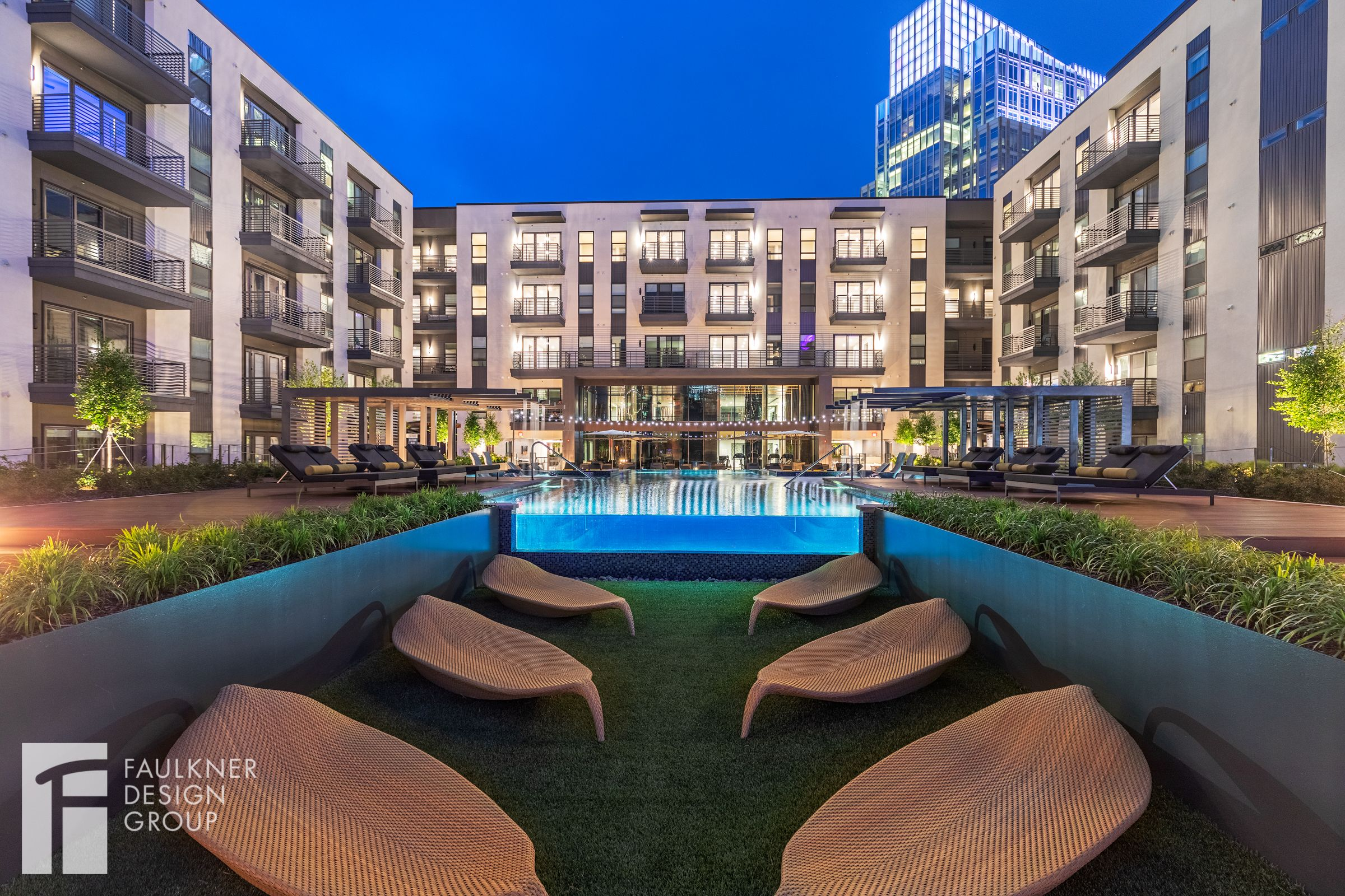 Designed By Faulkner Design Group Outdoorlounge Amenityspace Loungers Infinitypool Luxurypool Luxury Apartments Nyc Apartment Design Luxury Townhomes