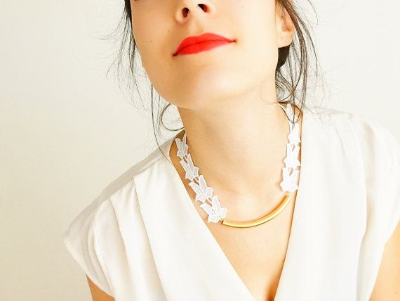 Polenia handmade white lace necklace flower applique golden