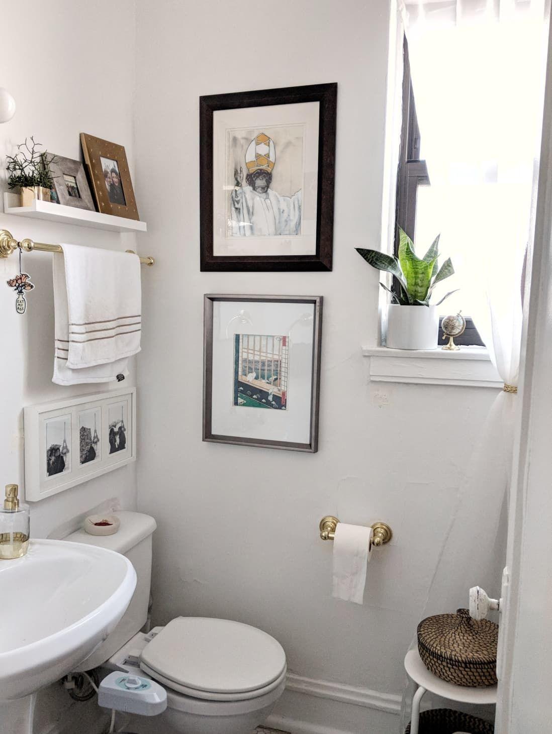 25 Genius Design Storage Ideas For Your Small Bathroom In 2020 Small Apartment Therapy Bathroom Design Small Apartment Therapy Small Spaces