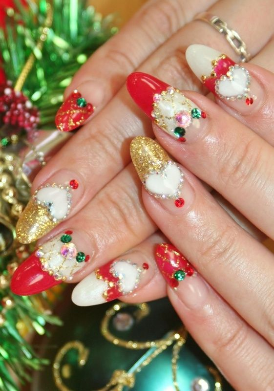 Beautiful-christmas-nail-designs-3