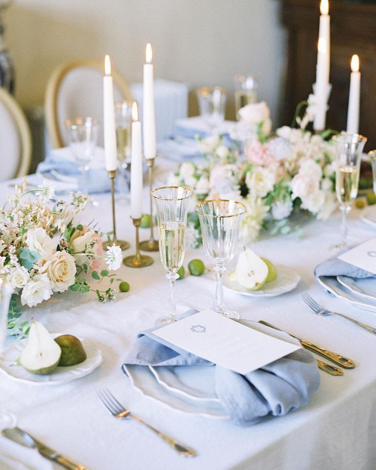 This Classic And Elegant Table Decoration For A Wedding